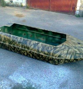 Пластиковая лодка новая