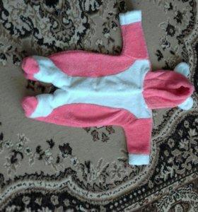 Детский махровый костюм,на возраст с трех месяцев!