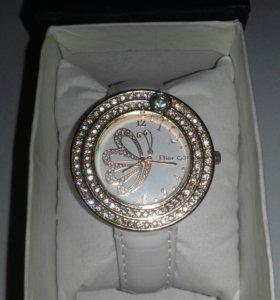 Часы новые Dior