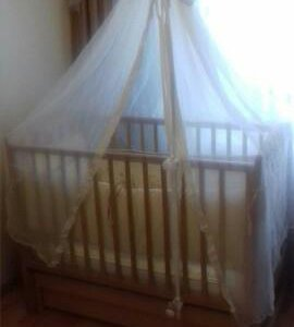 Кроватка, матрац, пост белье,борта и балдахин.