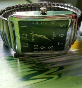 Часы мужские новые.
