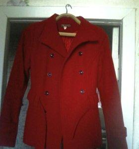 Пальто красное!