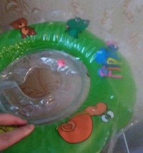 Круг для плавания в ванне малышам