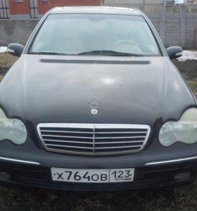 Mercedes-Benz C320.