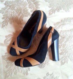 Замшевые туфли новые