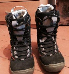 Сноубордические ботинки.