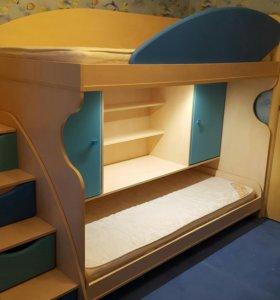 Продам двухъярусную кровать.Торг.