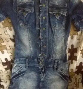 Джинсовое платье в хорошем качестве и состоянии