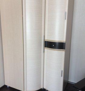Угловой шкаф с пеналом