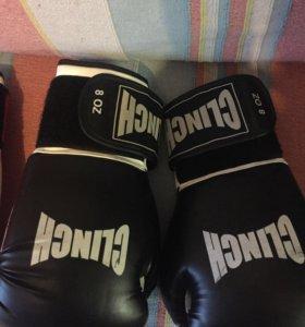 Боксерские перчатки ,шорты