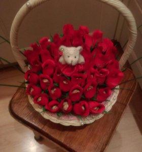 Корзина из цветов конфеты!