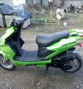Продаю скутер 80кубов