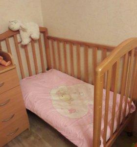 Кроватка детская, пеленальный комод, матрас
