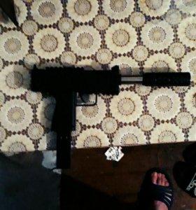 Игрушечный пистолет на пульках