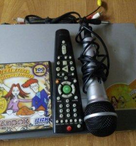 DVD,пульт,микрофон(диск).