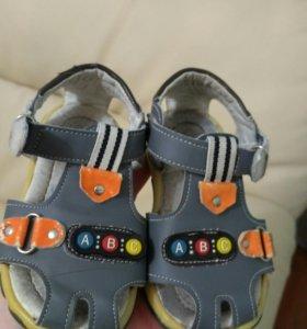 Продам сандали 24 размер
