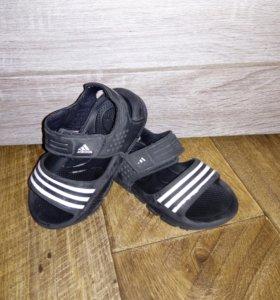Резиновые сандалии адидас