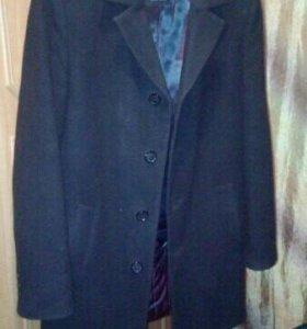 Пальто мужское очень хорошое качество в нутри шолк
