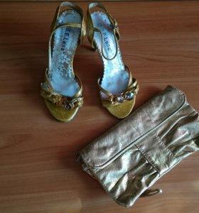 Туфли и золотистый клатч