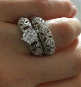 Серебряные кольца.