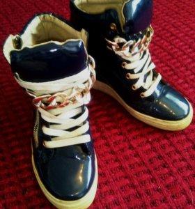 Сникерсы Ботинки-кроссовки