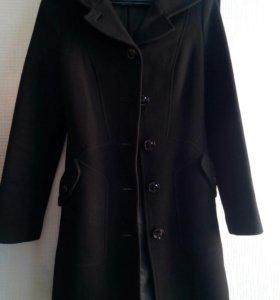 Отличное демисизонное пальто из Италии