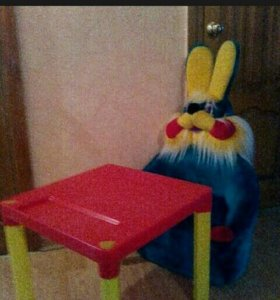 Детское кресло и столик