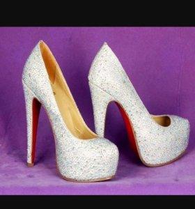 Шикарные новые туфли Vitacci
