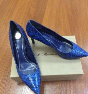 Абсолютно новые кожаные туфли (Эконика)