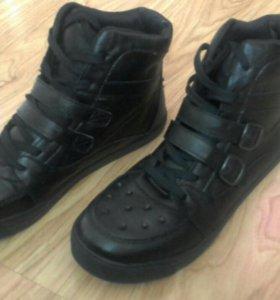 Демисезонные ботинки(новые)