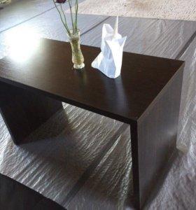 Кожаные Диваны и столик