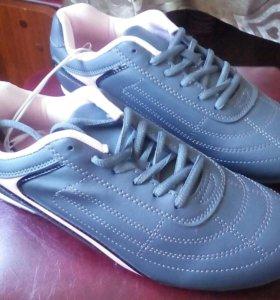 Новые кроссовки 39