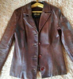 Кожанная брендовая куртка .