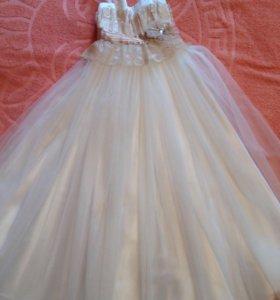 Нарядное платье,почти новое.