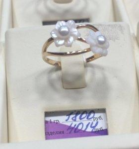 Кольцо цветочки золотое