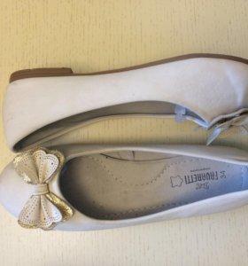Школьные кремовые туфли