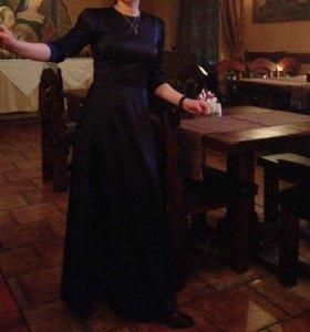 Платье одевала по пару раз. Поправилась и мало.