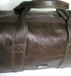 Шоколадного цвета дорожная кожаная сумка