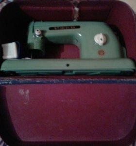 Швейная машинка( ручная)
