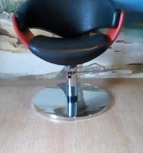 Продам кресло для парикмахерской