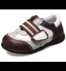 Новые кожаные ботинки кроссовки  Caroch