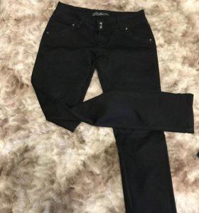 Чёрные джинсы 29р