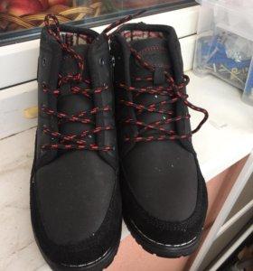 Женские весеннии ботинки