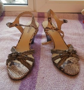 Босоножки на маленько каблуке