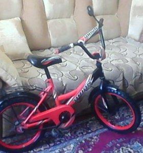 Детский велосипед. Диаметр колес 32 см.