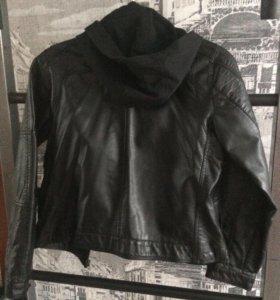 Куртка чёрная, стильная