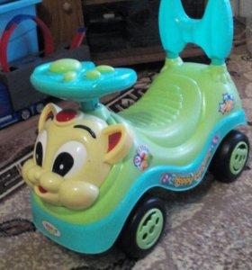 Машинка детская. отличное состоянии.