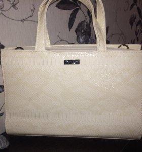 Новая лакированная сумка