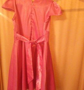 Платье розовле в мелкий чёрный горошик , шелковле