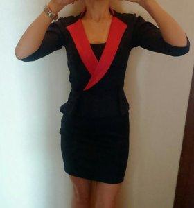 Платье-мини с баской